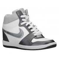 Nike Force Sky High Wedge Weiß/Metallic Dunkel Grau/Metallic Silber Damen Trainers